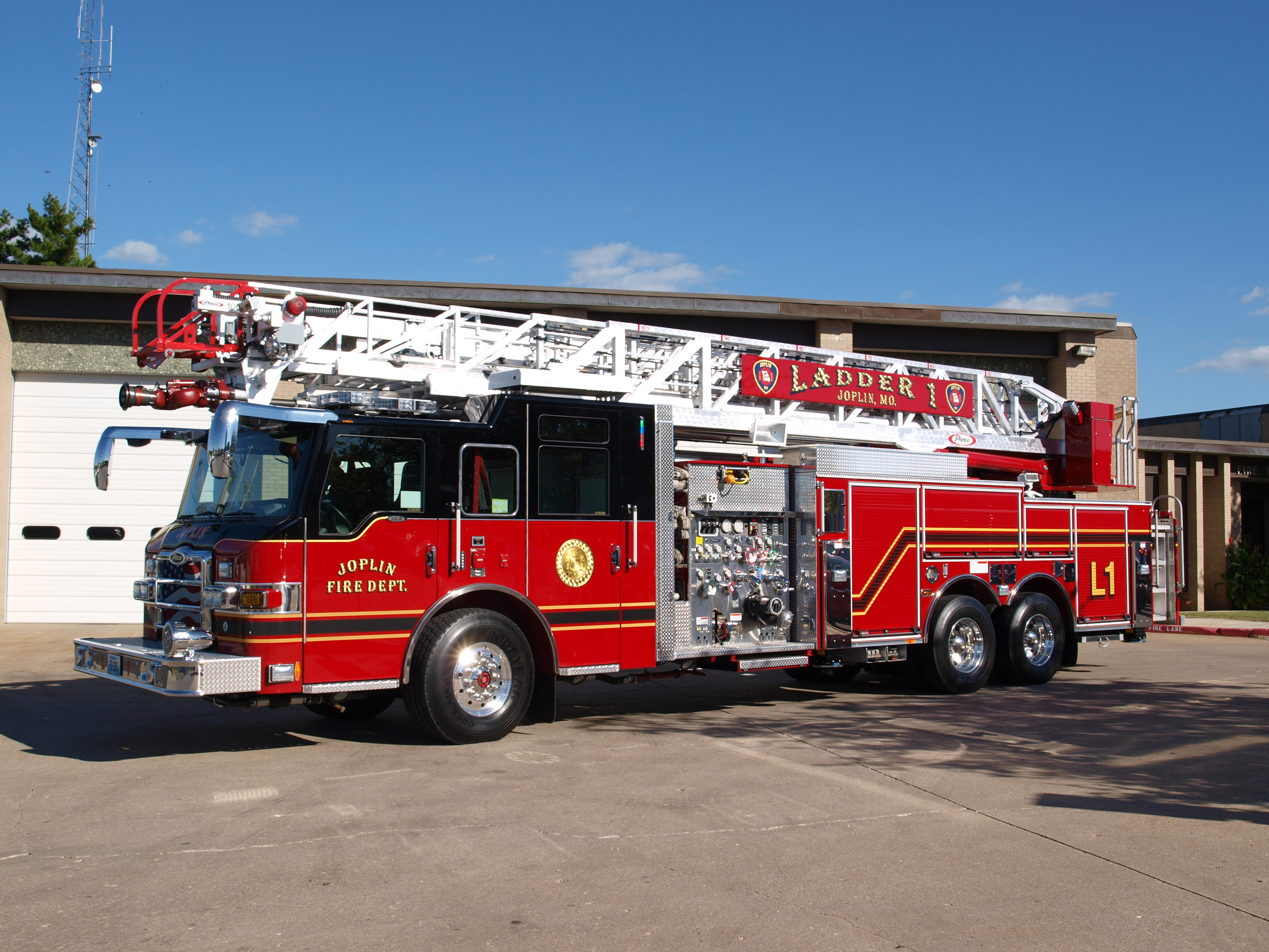 2010 Pierce Ladder